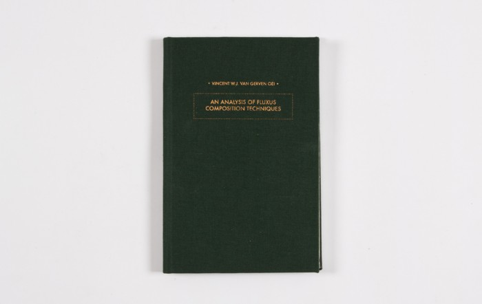 Hardcover / green linnen with gold colored silkscreen